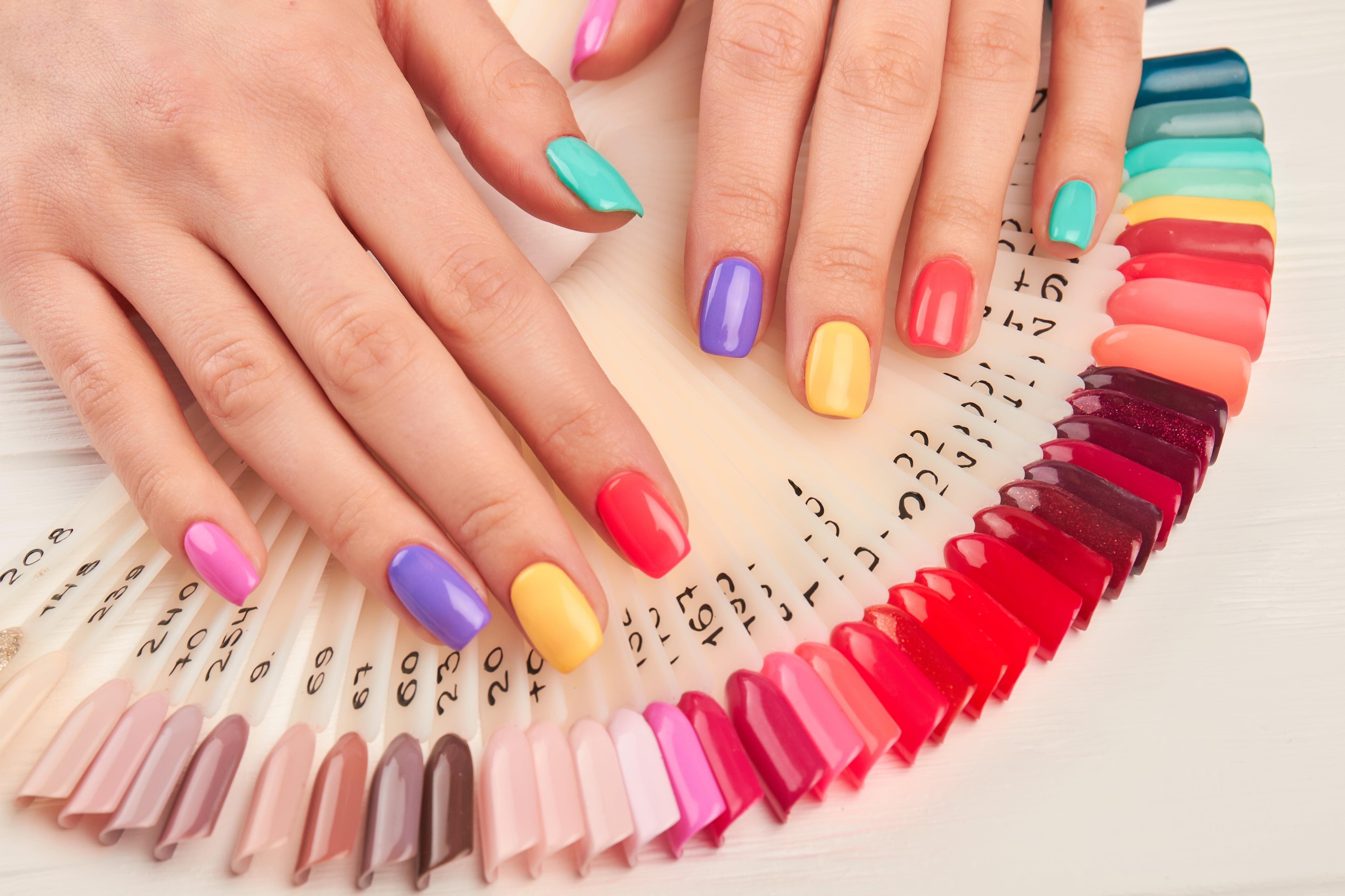 5 af sæsonens trendy farver og negledesign: Få negle inspiration her